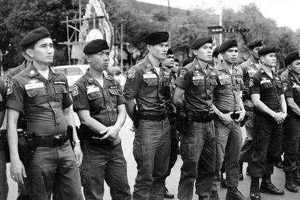 bangkok_police_2007_y.jpg